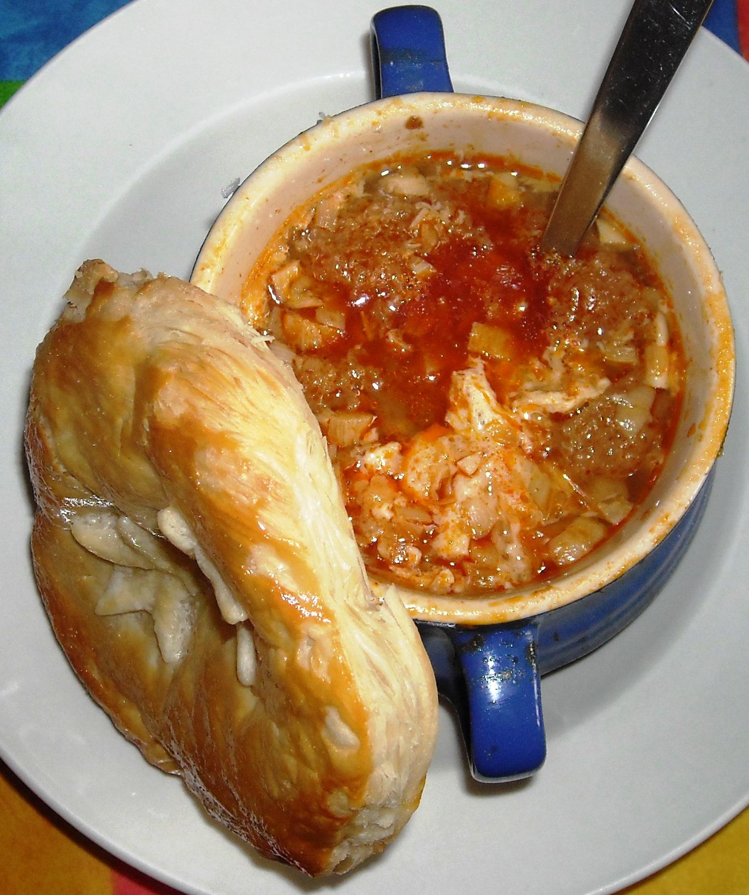 Sopa de ajo prisionera 'Imprisoned' garlic soup) Egg recipe