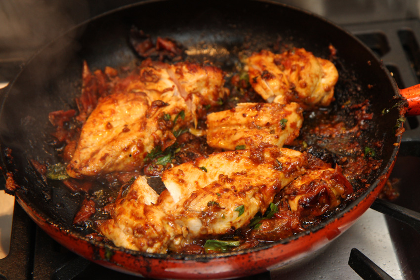 Chicken With Tomatoes And Garlic Recipe — Dishmaps