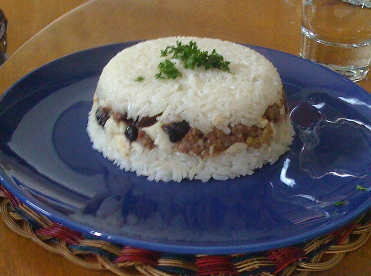 Arroz tapado, a fruit recipe