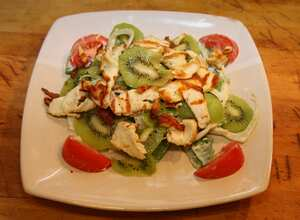Halloumi, fennel and kiwi fruit salad