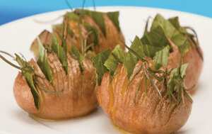 Bay studded rooster potatoes with rosemary