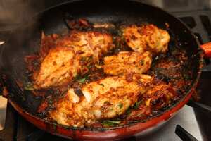 Garlic chicken with tomato and basil