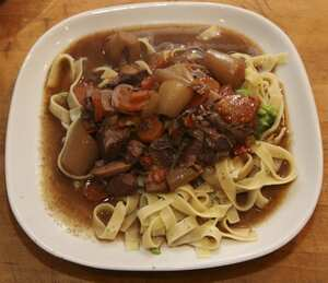 Beef bourguignon (slow cooker recipe)