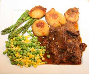 Beef short ribs (slow cooker recipe)