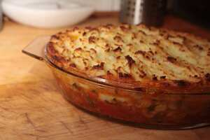 Garlic and seafood pie