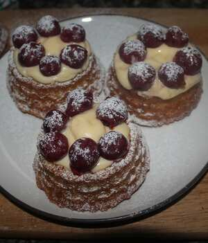 Shortcake sponge baskets with diplomat cream and fruit
