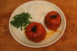 Stuffed beef tomatoes with spicy mince