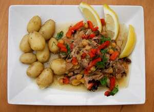 Chicken kadra with Chickpeas, red peppers and raisins