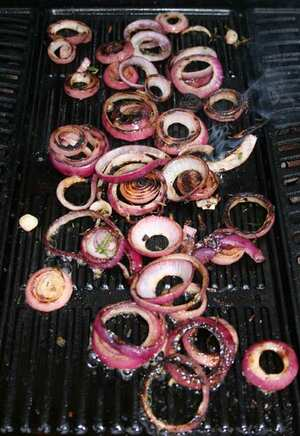 Barbecued onion rings