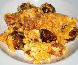 Duelos y quebrantos (Scrambled eggs with chorizo)