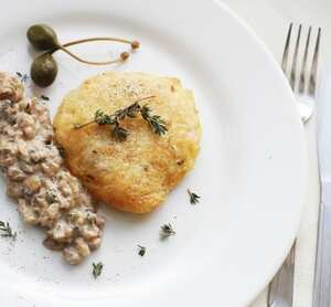 Chicken fillets with a rich mushroom sauce